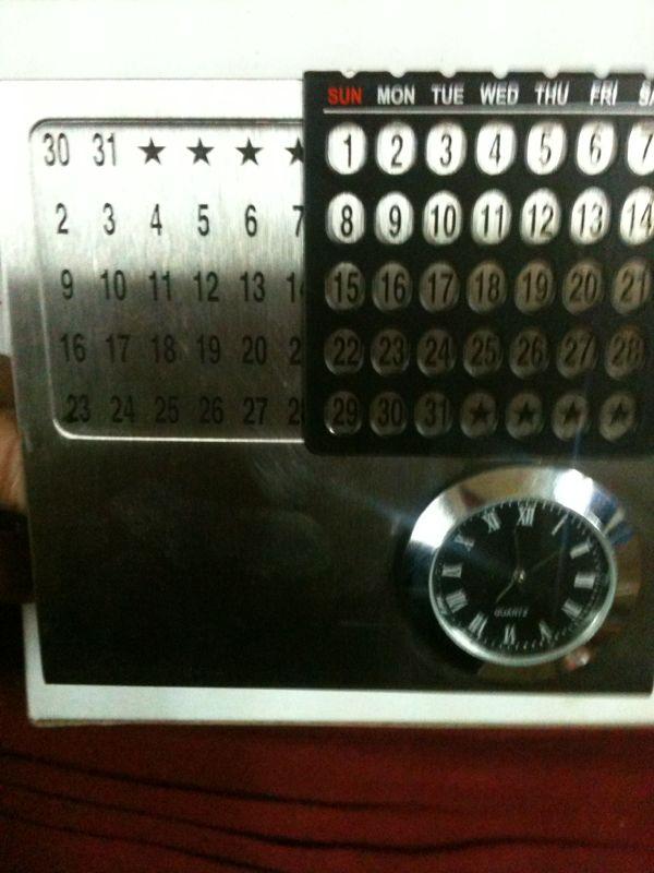 Calendar Clock Wallpaper : Designer steel calendar with clock for desktop