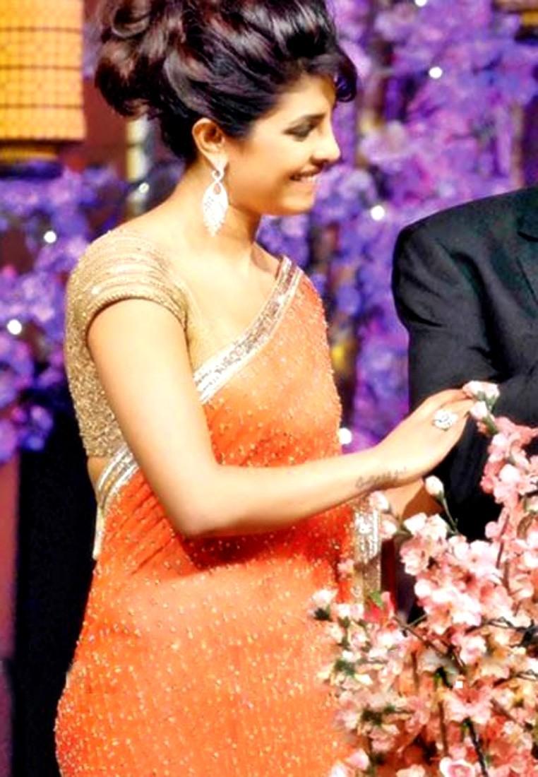 priyanka chopra wearing saree - photo #6