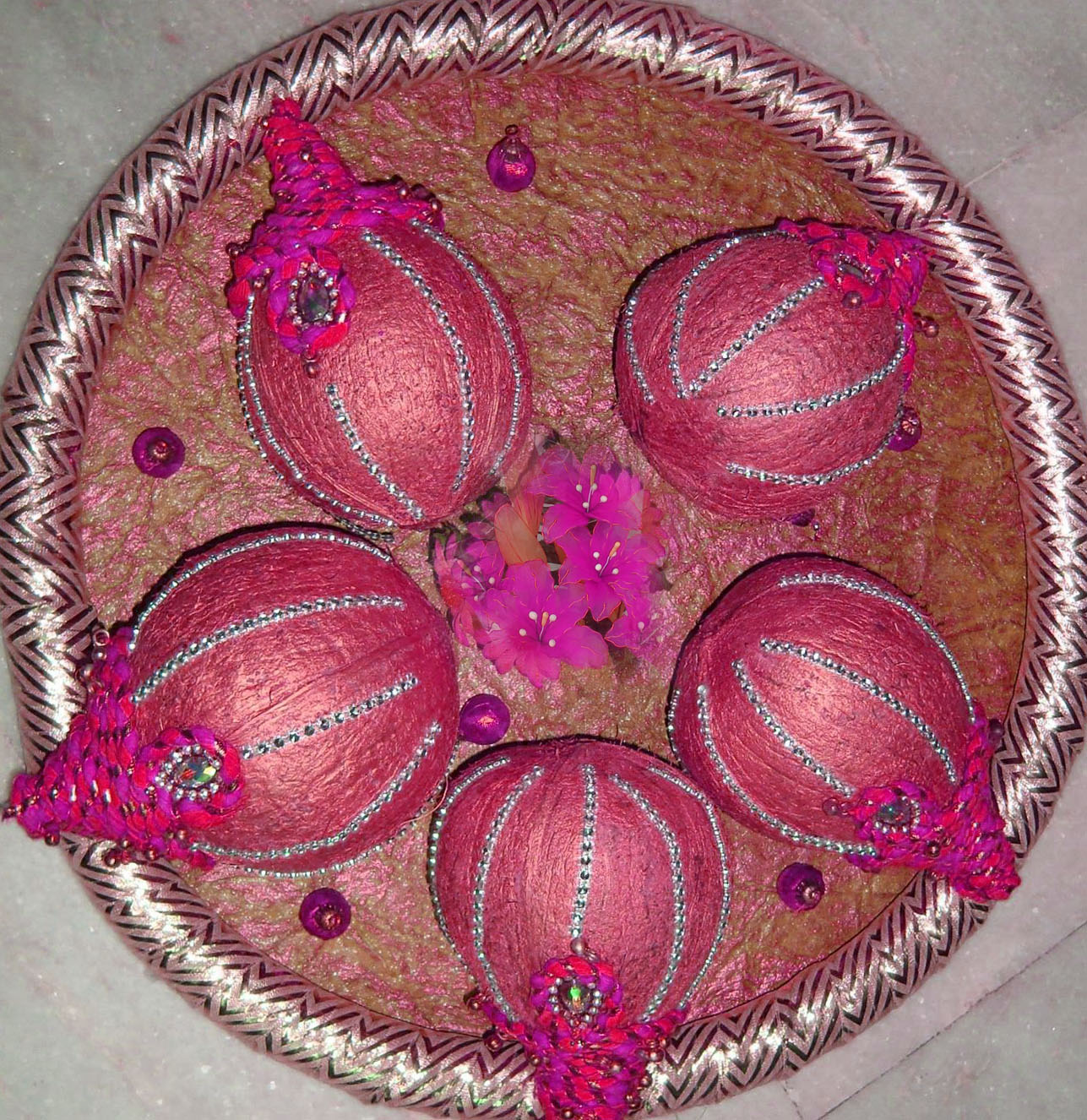 Kitchen decorative items online indiawall hangings decorative coconut decoration tray prices in india shopclues online junglespirit Gallery