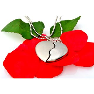 BROKEN HEART PENDANTS FOR LOVELY COUPLES(Valentines Special Gift)