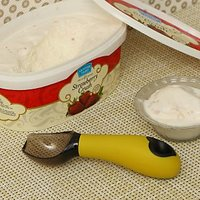 Pebbleyard Ice Cream Scoop With Solid Silicon Handle Yellow
