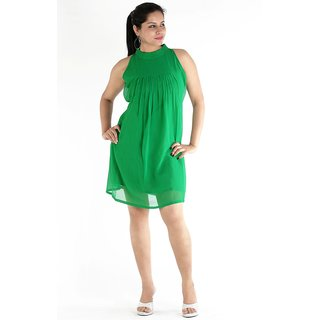 Urbane Woman Green Dress With Pleats In Front