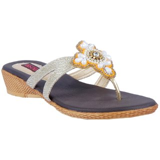 Amora Gold Medium Heel Thong Faux Leather Flat For Women