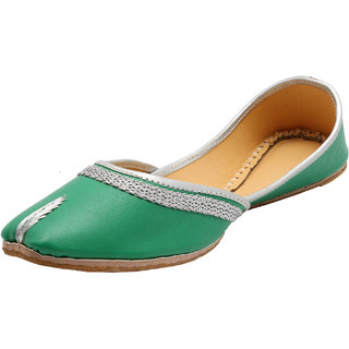 Elegant Sea Green Solid Juttis