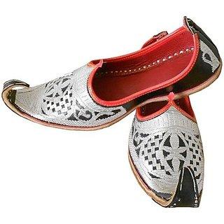 Skylyf White Punjabi In Red Shadow Ethnic Mojari Mozari Jutti Juti Jooti Footwear